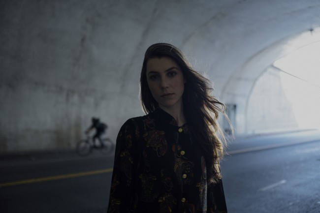 Julia_Holter_-_Photo_Credit_Tonje_Thilesen_-_DSC04237-72dpi